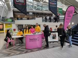 Teaching pop up event stand